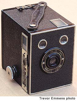 Kodak Six-20 Brownie Junior (Super Model portrait 3-4ft) Camera